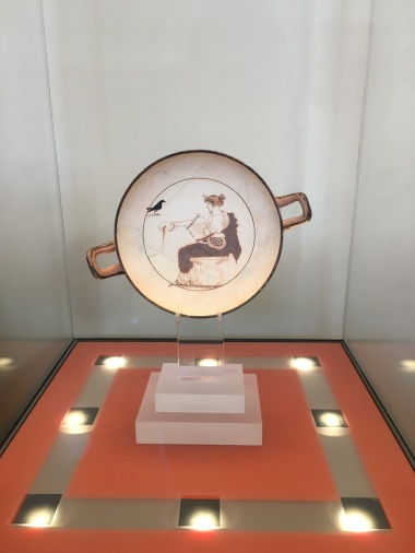 White kylix with a drawing of Apollo. 480-470 BC.